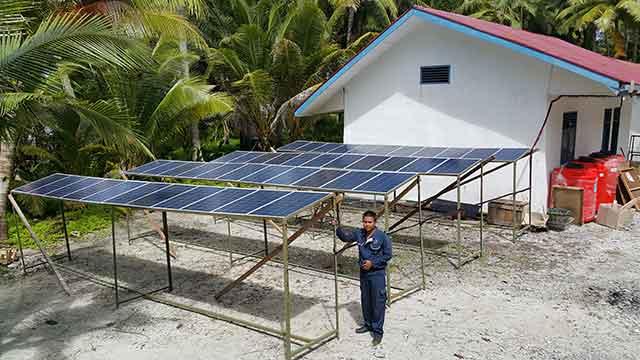 Panel Surya - PLTS Pulau Katang - Sumatera Barat - indotraffic.net